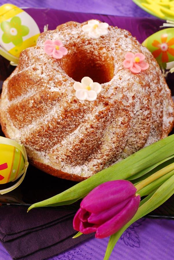 Bolo do anel de Easter imagem de stock
