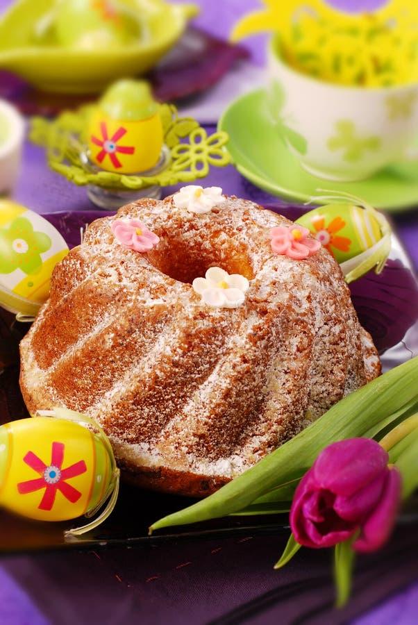 Bolo do anel de Easter foto de stock
