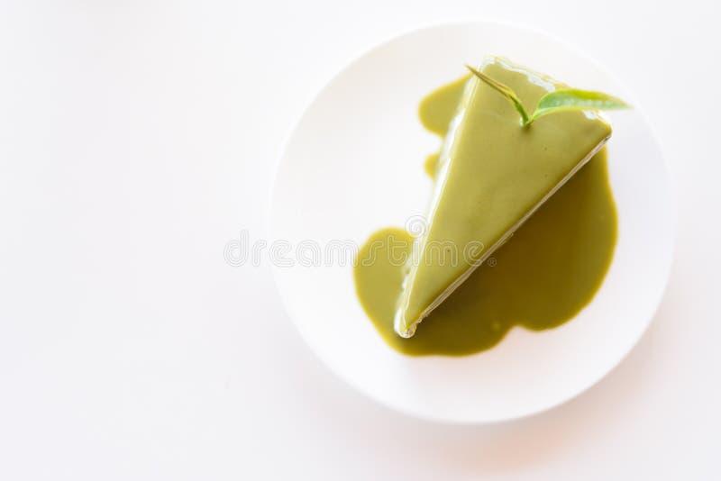 Bolo do chá verde em um prato branco foto de stock