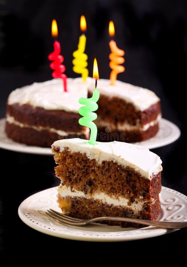Bolo do colibri decorado como o bolo de aniversário fotografia de stock royalty free