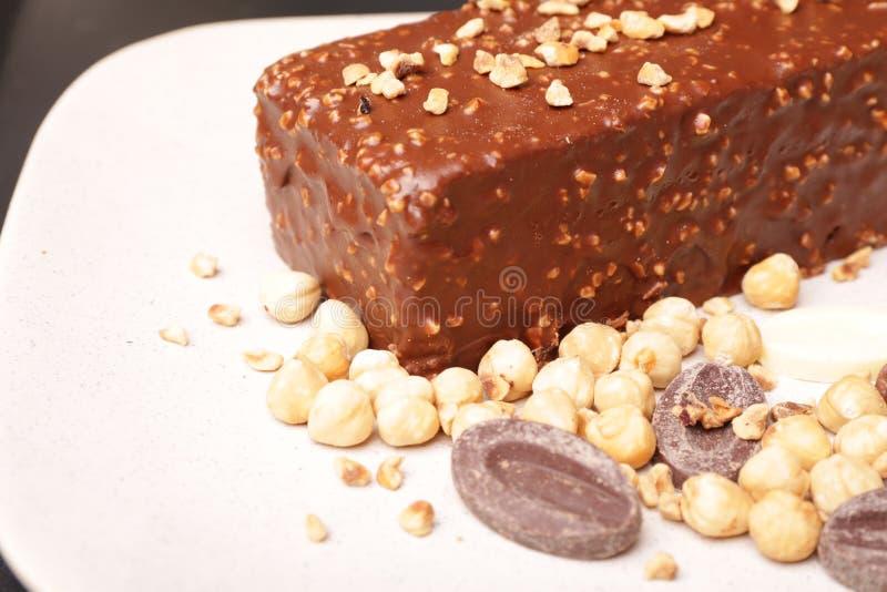 Bolo do crepe do chocolate e da avelã fotografia de stock