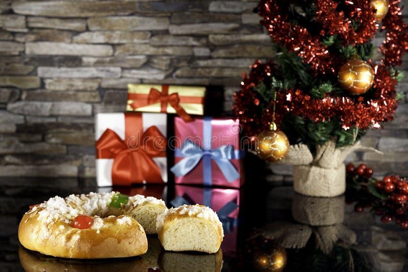 Bolo do esmagamento e árvore de Natal fotografia de stock
