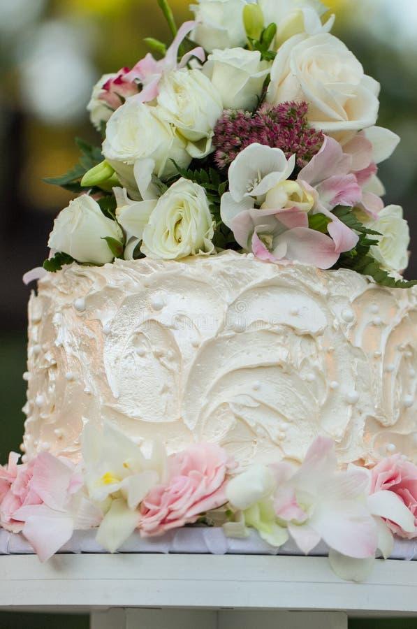 Bolo do queque do casamento imagens de stock royalty free