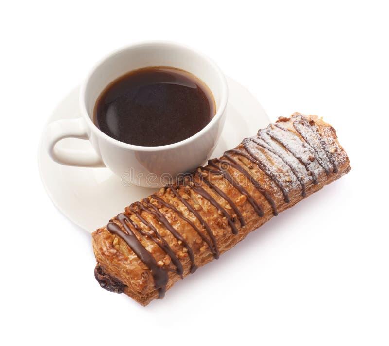 Bolo doce e café da pastelaria isolados imagem de stock