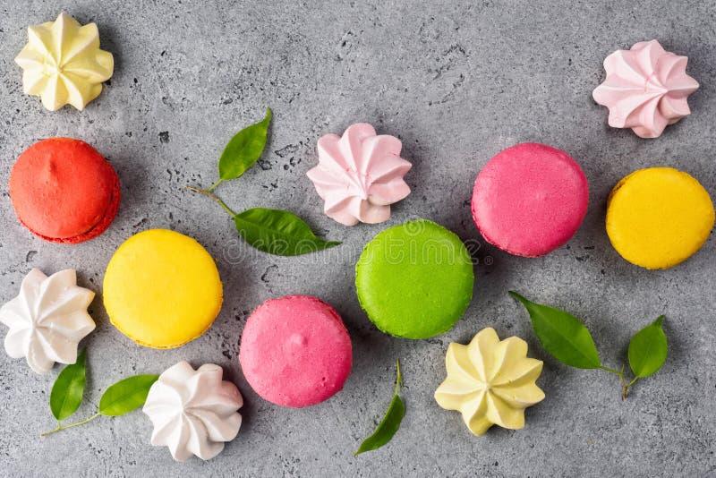 Bolo doce francês colorido da sobremesa dos bolinhos de amêndoa imagens de stock