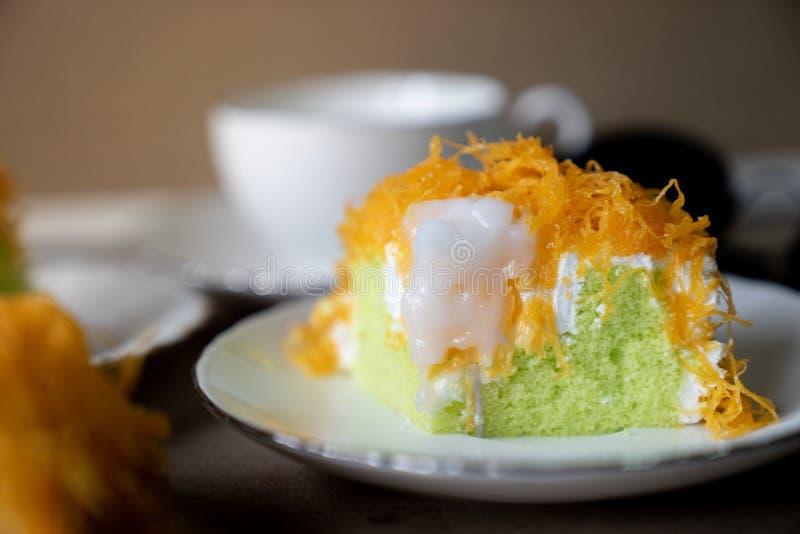 Bolo pandan do bolo da linha da gema do ouro, ou do Foi Tong Thai do bolo foto de stock