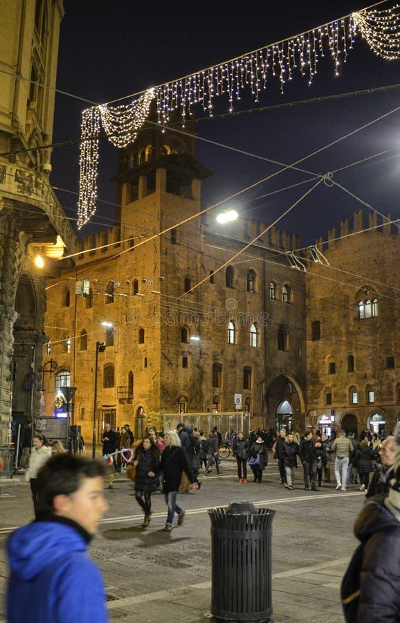 Bologna, Emilia Romagna, Italien Dezember 2018 Marktplatz Maggiore von der Seite von Palazzo bezüglich Enzo lizenzfreie stockfotografie