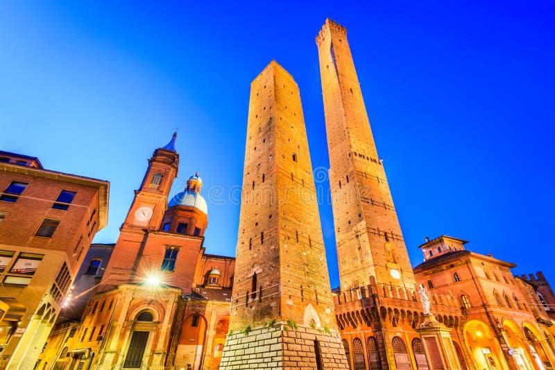 Bologna Emilia-Romagna - Italien - förfallna Torri royaltyfri foto