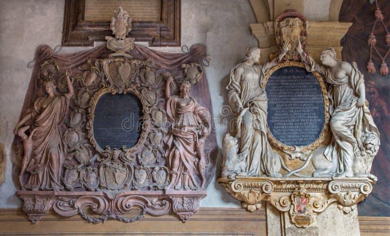 Bologna - Epitaph vom externen Atrium von Archiginnasio stockfotografie