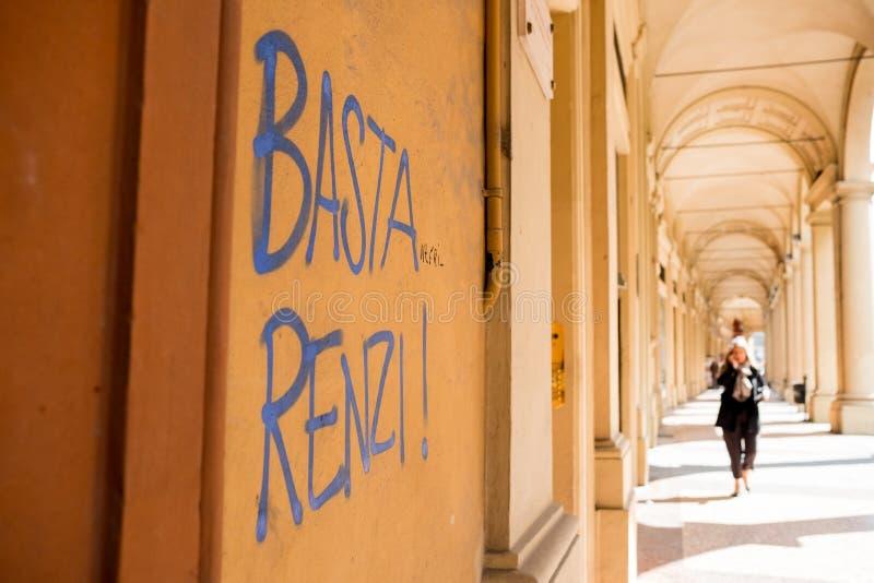 Bologna, Italië - 20 kunnen 2019: graffiti het lezen stock foto