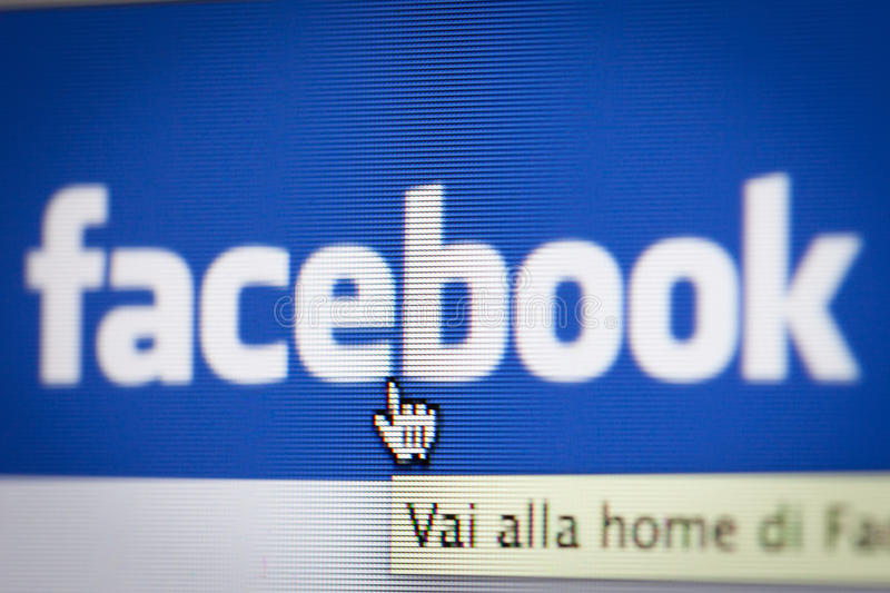 Bologna, Italië - November 26, 2013: Het Sociale Netwerk Facebok i stock fotografie