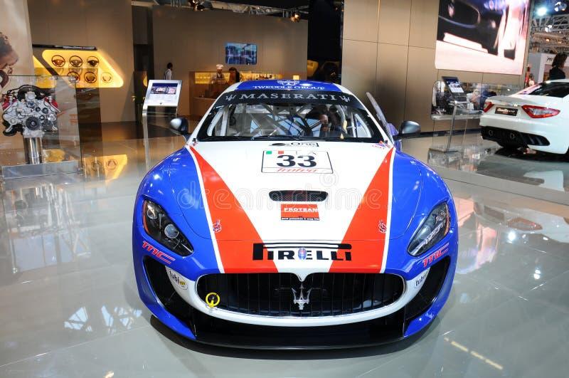 BOLOGNA, ITALIEN - 2. DEZEMBER 2010: Maserati Gran Turismo stellte an der Bologna-Autoausstellung aus lizenzfreies stockfoto