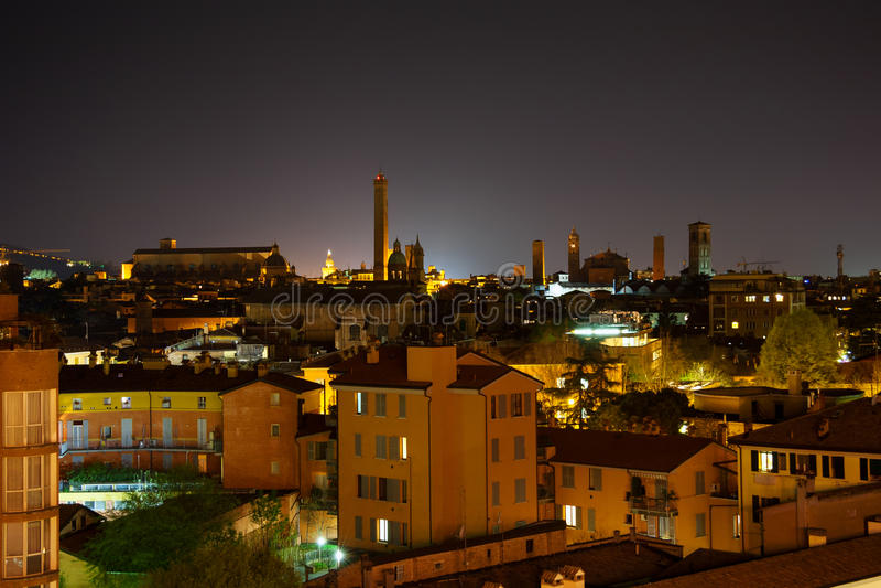 Bologna nachts. Italien stockbild