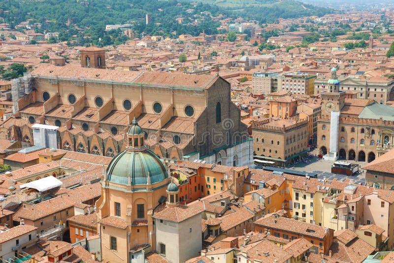 Bologna pejzaż miejski stary średniowieczny centrum miasta z San Petronio bazyliką na piazza Maggiore kwadracie w Bologna, Włochy zdjęcia royalty free