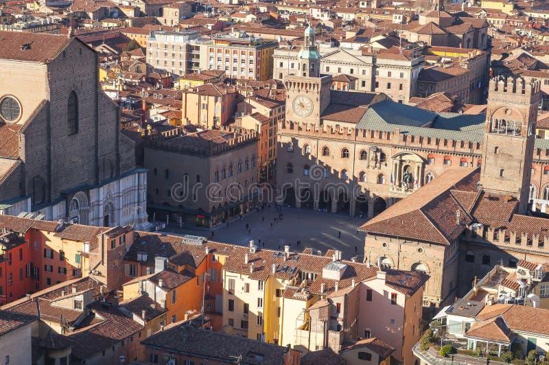 BolognaItalien flyg- sikt av piazzamaggiore som ses från det Asinelli tornet royaltyfri foto