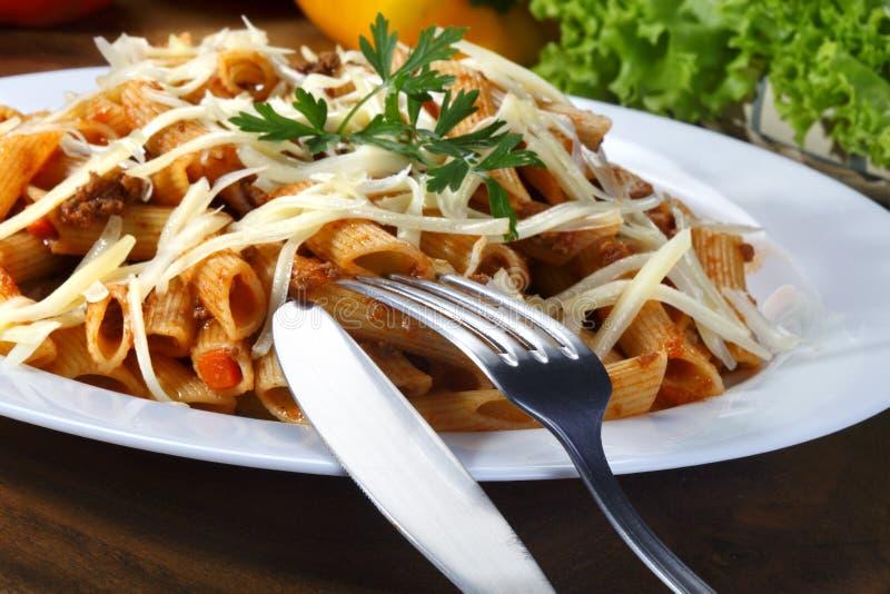 Bolognese pasta på skärm arkivfoto