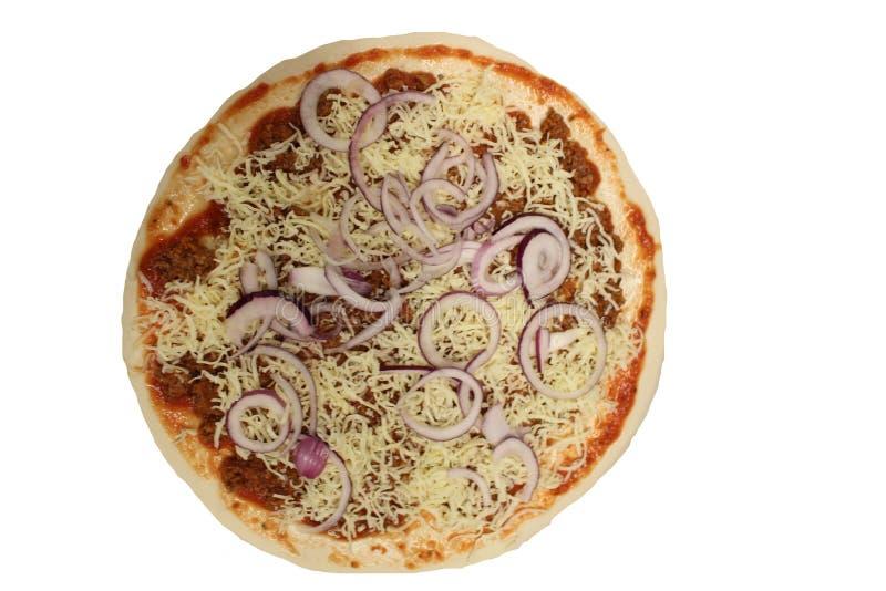 Bolognese pizza Ongebakken pizza Bolognese saus in pizza stock foto's
