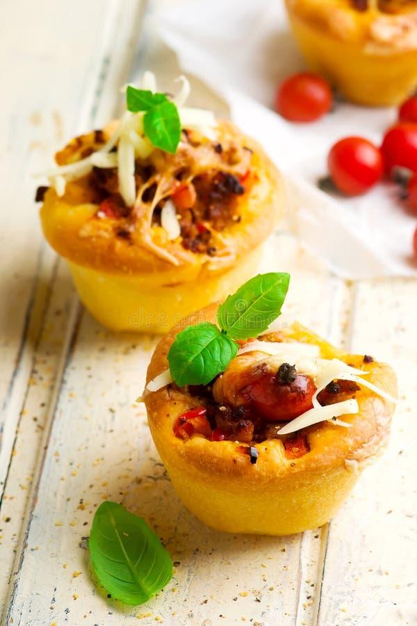 Bolognese saus van pizzamuffins Selectieve nadruk stock afbeelding