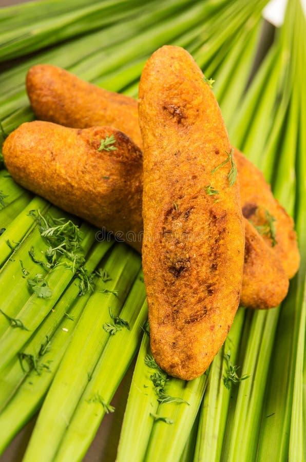 Bolon een Ecuatoriaans typisch voedsel op een groen blad royalty-vrije stock foto