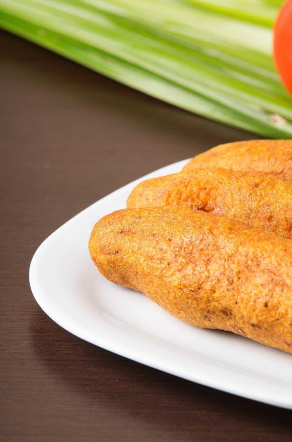 Bolon een Ecuatoriaans typisch voedsel op houten lijst royalty-vrije stock afbeeldingen