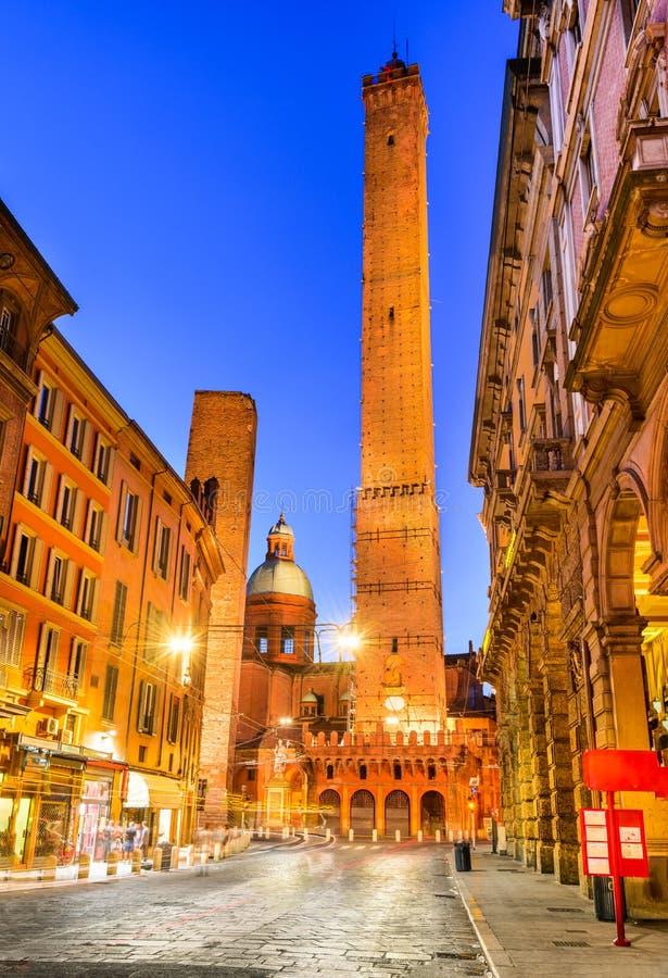 Bolonha, Emilia-Romagna - Itália - Torri devido fotografia de stock