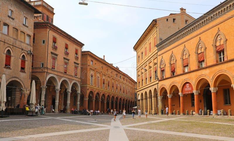 BOLONIA, ITALIA - 22 DE JULIO DE 2019: Cuadrado de Santo Stefano de la plaza, ciudad medieval hermosa de Bolonia, Italia fotografía de archivo