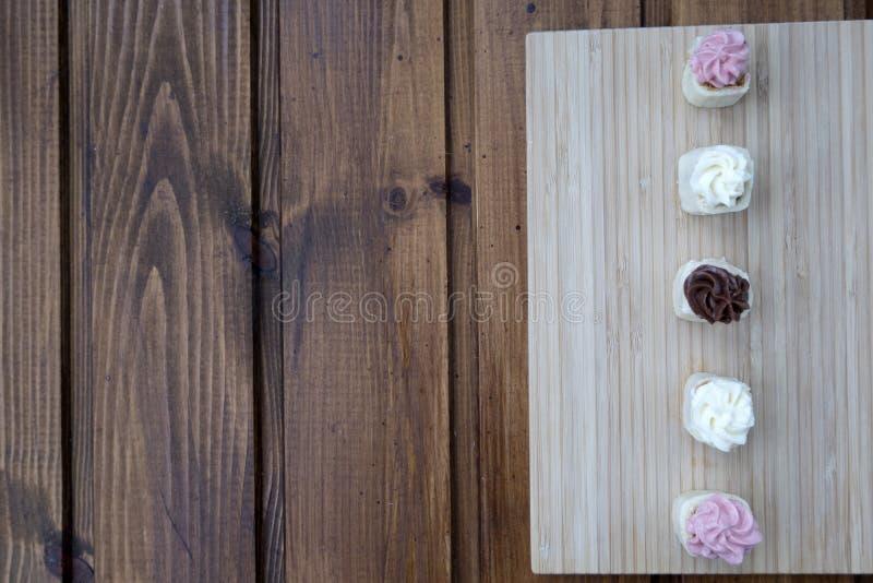 Download Bolos foto de stock. Imagem de bolo, sushi, fundo, cute - 107527980