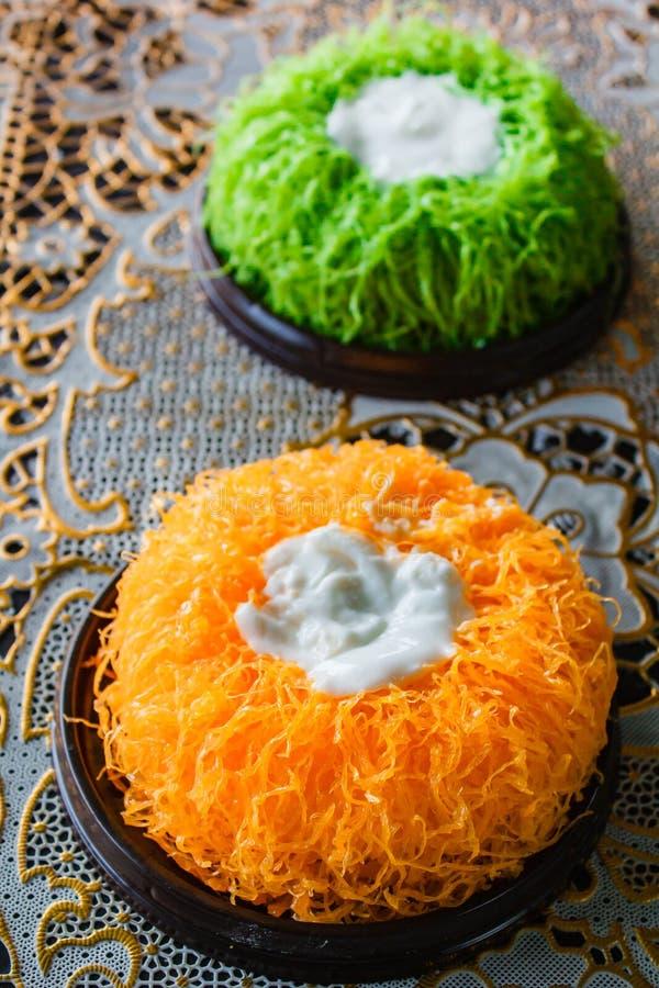 Bolos da linha da gema do ouro ou bolo Foi Tong Lava Cake imagem de stock royalty free