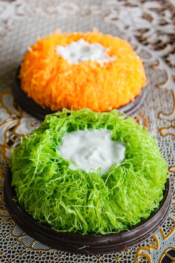 Bolos da linha da gema do ouro ou bolo Foi Tong Lava Cake fotos de stock