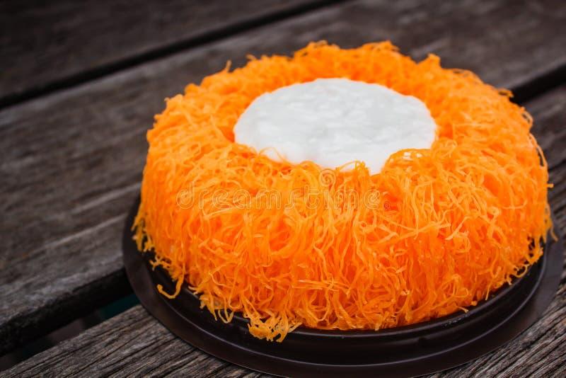 Bolos da linha da gema do ouro ou bolo Foi Tong Lava Cake imagens de stock royalty free