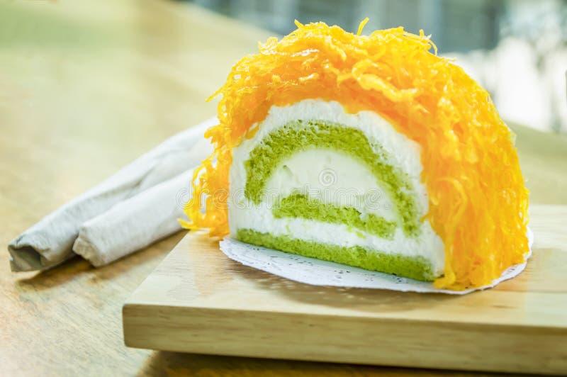 Bolos da linha da gema do ouro ou bolo Foi Tong Lava Cake foto de stock