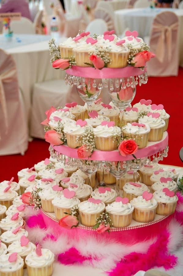 Bolos do copo do casamento fotos de stock royalty free