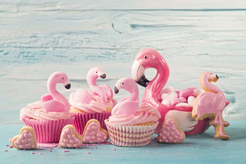 Bolos do copo do flamingo foto de stock royalty free