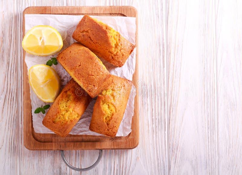 Bolos do naco do limão mini imagens de stock royalty free