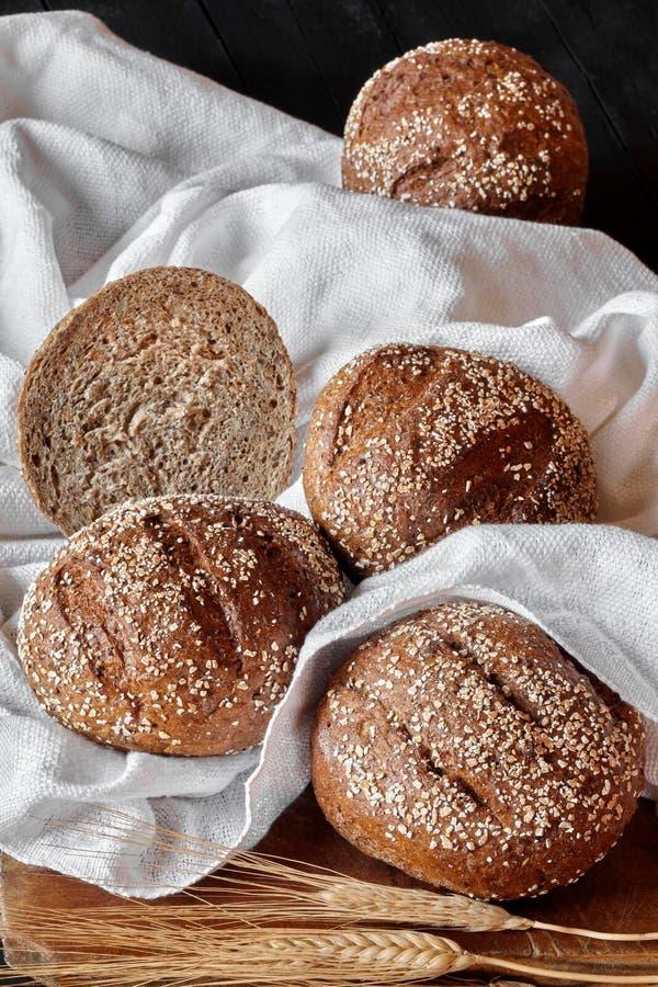 Bolos do pão com sementes fotografia de stock