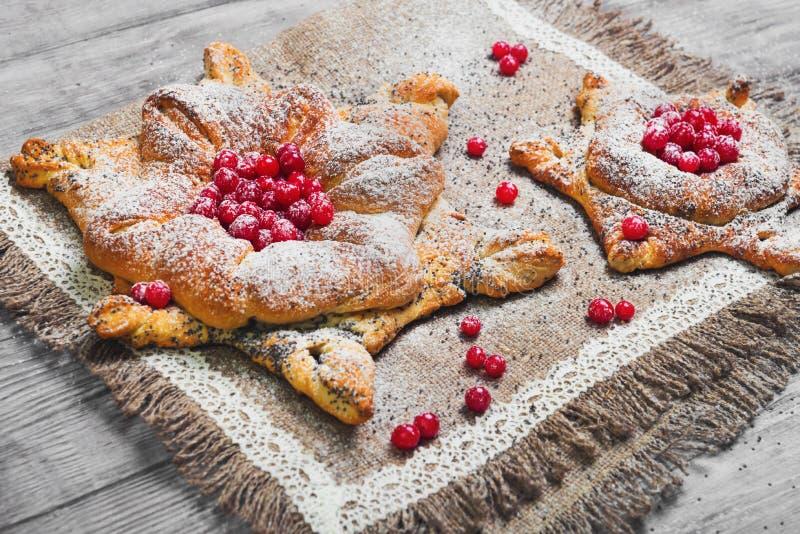 Bolos doces da pastelaria dinamarqueses imagem de stock