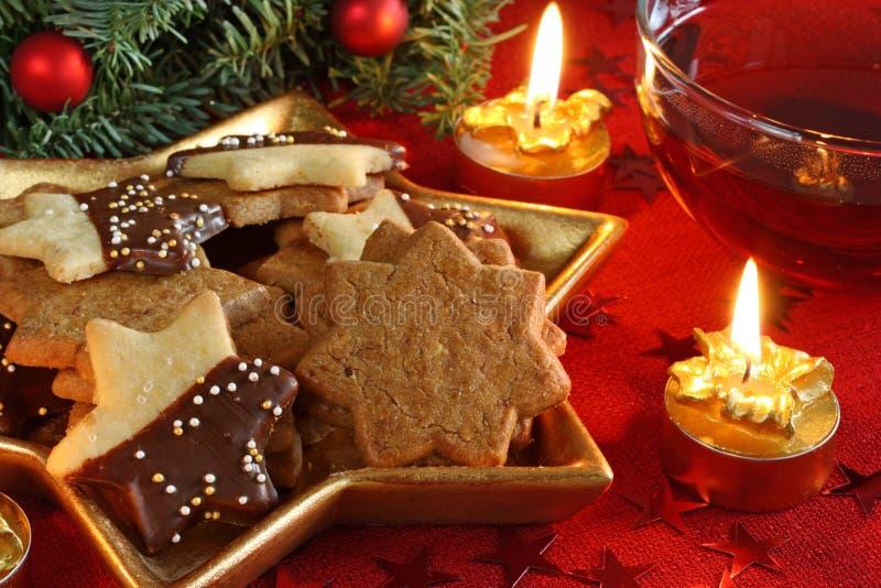 Bolos e chá do Natal fotos de stock
