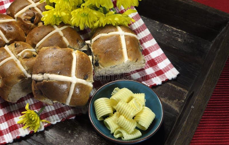 Bolos transversais quentes da Páscoa feliz inglesa deliciosa do estilo foto de stock
