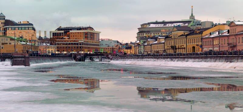 Bolotnaya Naberzhnaya, Russland, Moskau stockbilder