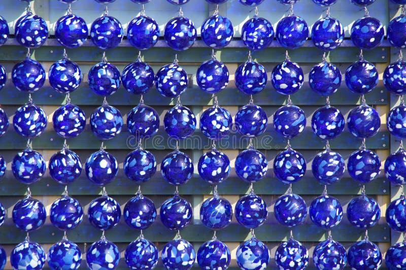 Bols en verre bleus soufflés par main images stock