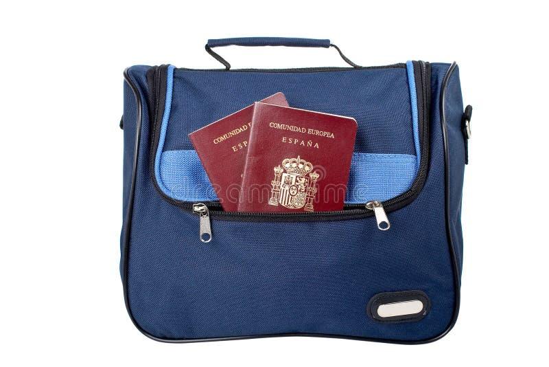 Bolsa com os dois passaportes espanhóis foto de stock