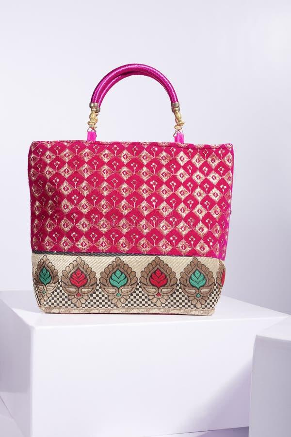 Bolsa das senhoras da cor vermelha fotografia de stock royalty free