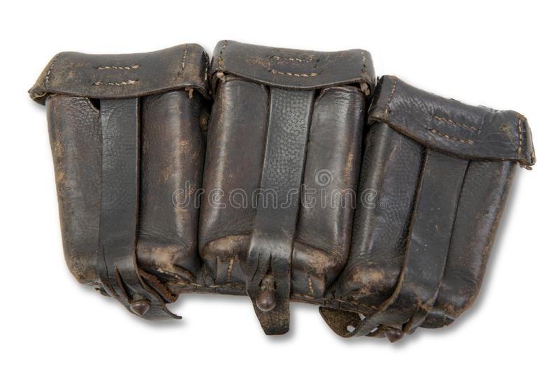 Bolsa de cuero alemana de la munición de Ww 2 aislada en el fondo blanco foto de archivo