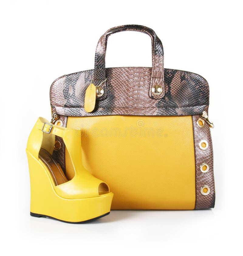 Bolsa e sapata amarelas da cunha imagem de stock