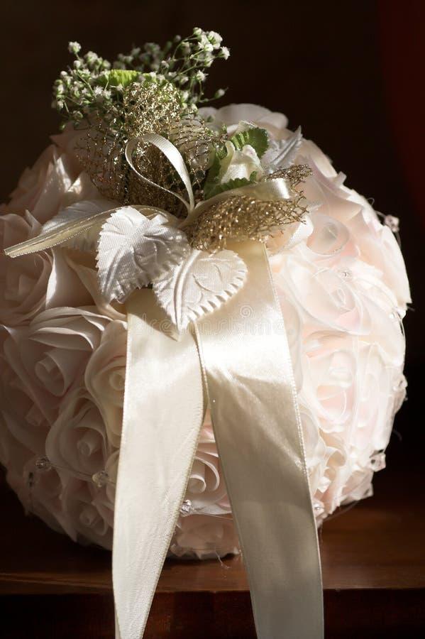 Bolsa redonda feita das fitas brancas fotografia de stock royalty free