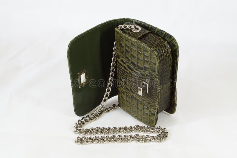Bolsa verde do dia da embreagem da pele do crocodilo das mulheres imagens de stock