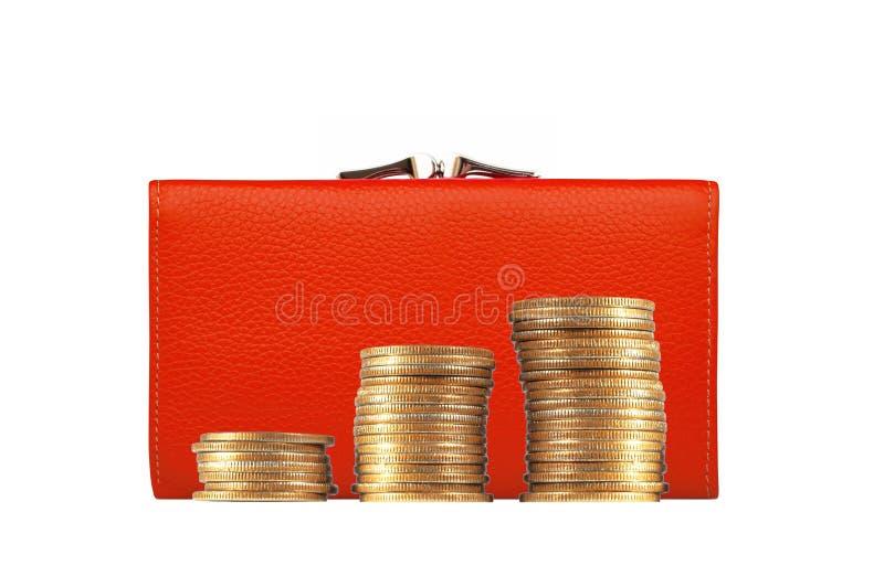 Bolsa vermelha da mulher (carteira) e moedas douradas isoladas no branco foto de stock royalty free