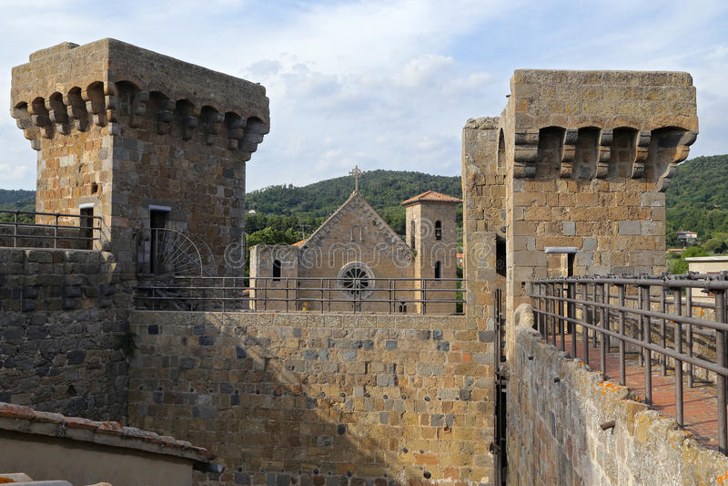 Bolsena (Viterbo, Lazio, Italië): het middeleeuwse kasteel stock fotografie