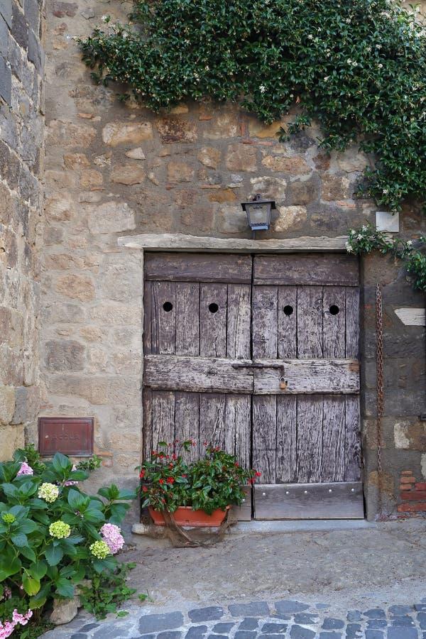 Bolsena (Viterbo, Lazio, Italië): oude typische straat van medie stock fotografie