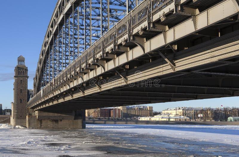 bolsheokhtinsky мост Взгляд собора Андрюа апостола Россия стоковое фото rf